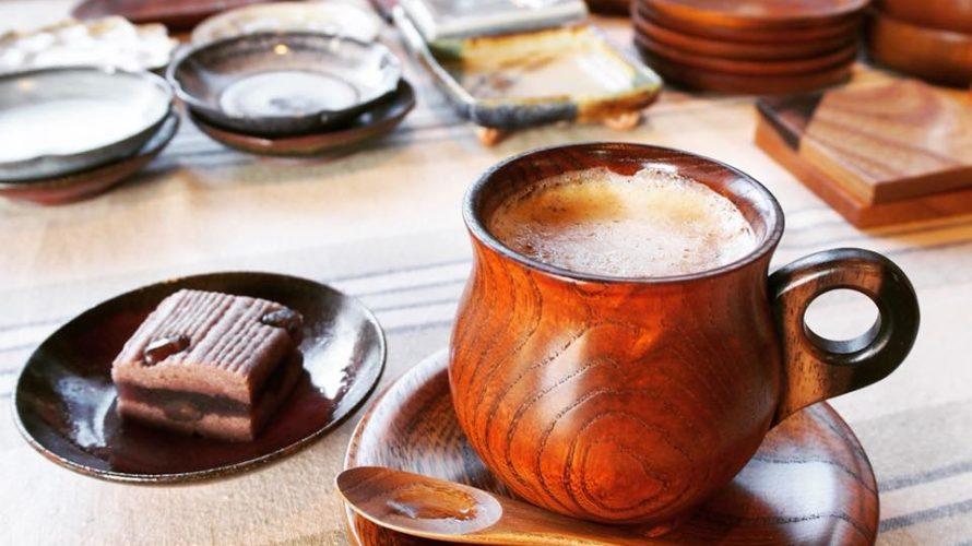 地域の作家が作ったうつわでコーヒーを